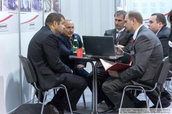 Переговоры на стенде компании Seco/Warwick